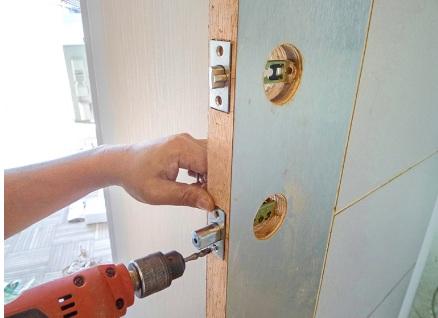 Door lock installation services door knob deadbolt