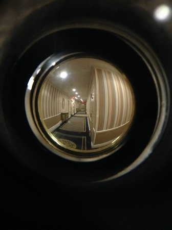 peep eye hole instalation services locksmith nearby my location mandaluyong